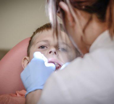 matériel et fournitures pour dentistes et orthodontistes